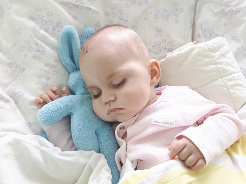 Mała Ania walczy z guzem