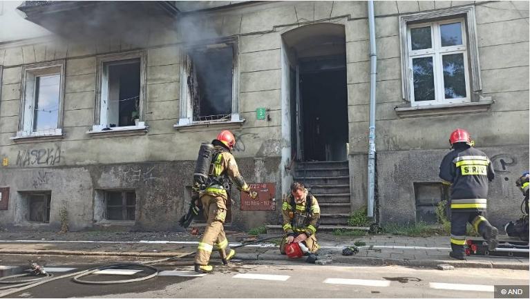 Ojciec w porę uciekł z pożaru z dwójką dzieci